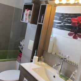 La salle de bain partagée au 1er étage - Chambre d'hôtes - Dinan