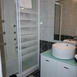 douche balnéo à jets - Chambre d'hôtes - Pléguien