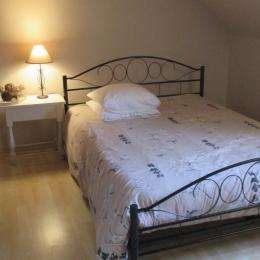Gîte Al Lenevez, Gaspar, Bringolo, chambre lit 140  - Location de vacances - Bringolo