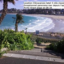 Exceptionnelle vue sur la baie. Devant la porte d'entrée, le chemin privatif qui descend vers la plage - Location de vacances - Perros-Guirec