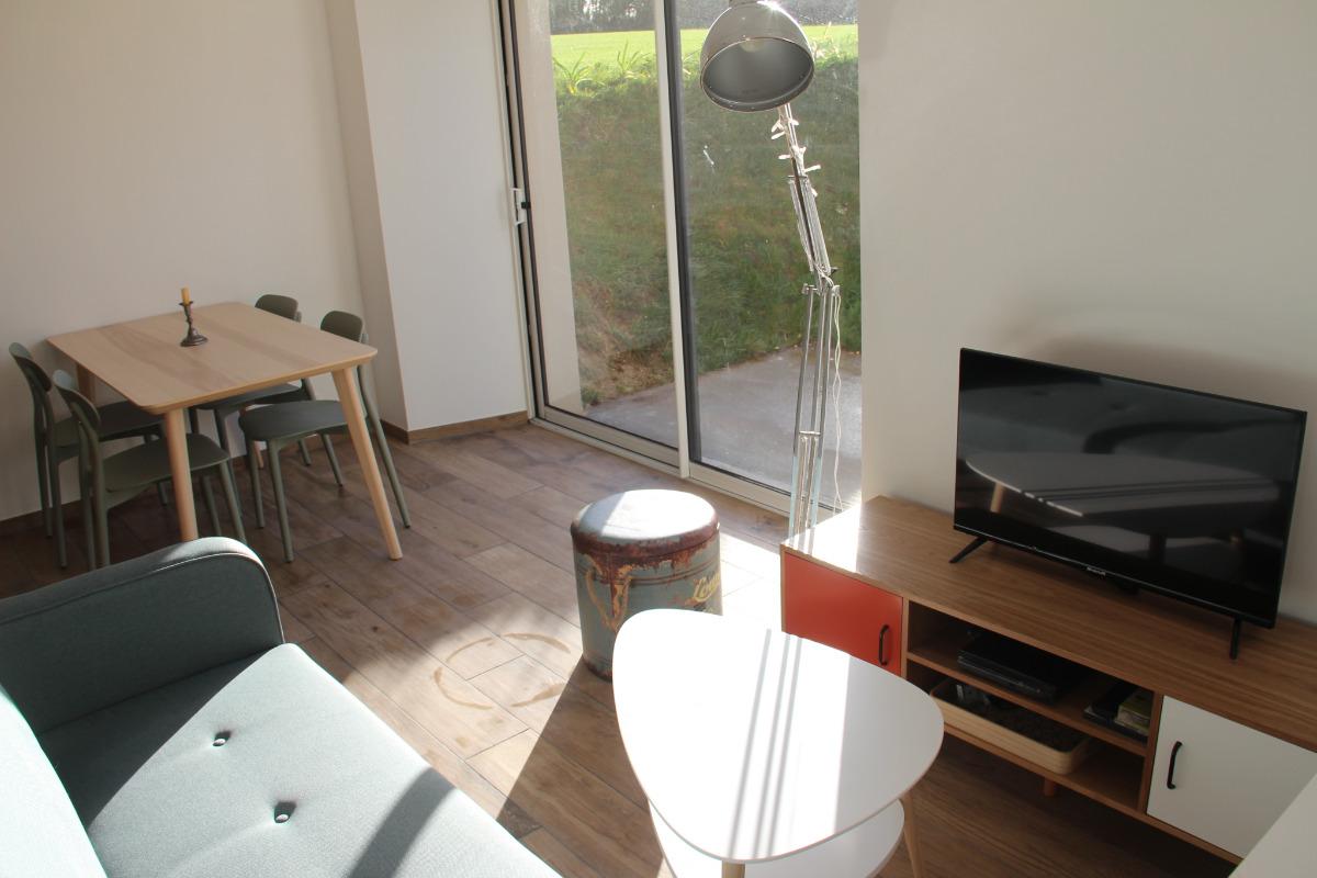 Troadec Clévacances espace salon avec baie vitrée - Location de vacances - Trévou-Tréguignec