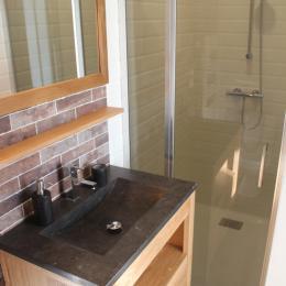 Troadec Clévacances espace salon salle à manger salle d'eau - Location de vacances - Trévou-Tréguignec