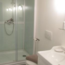 Chambre d'hôtes, Plouëc du Trieux, Clévacances, salle d'eau-WC - Chambre d'hôtes - Plouëc-du-Trieux