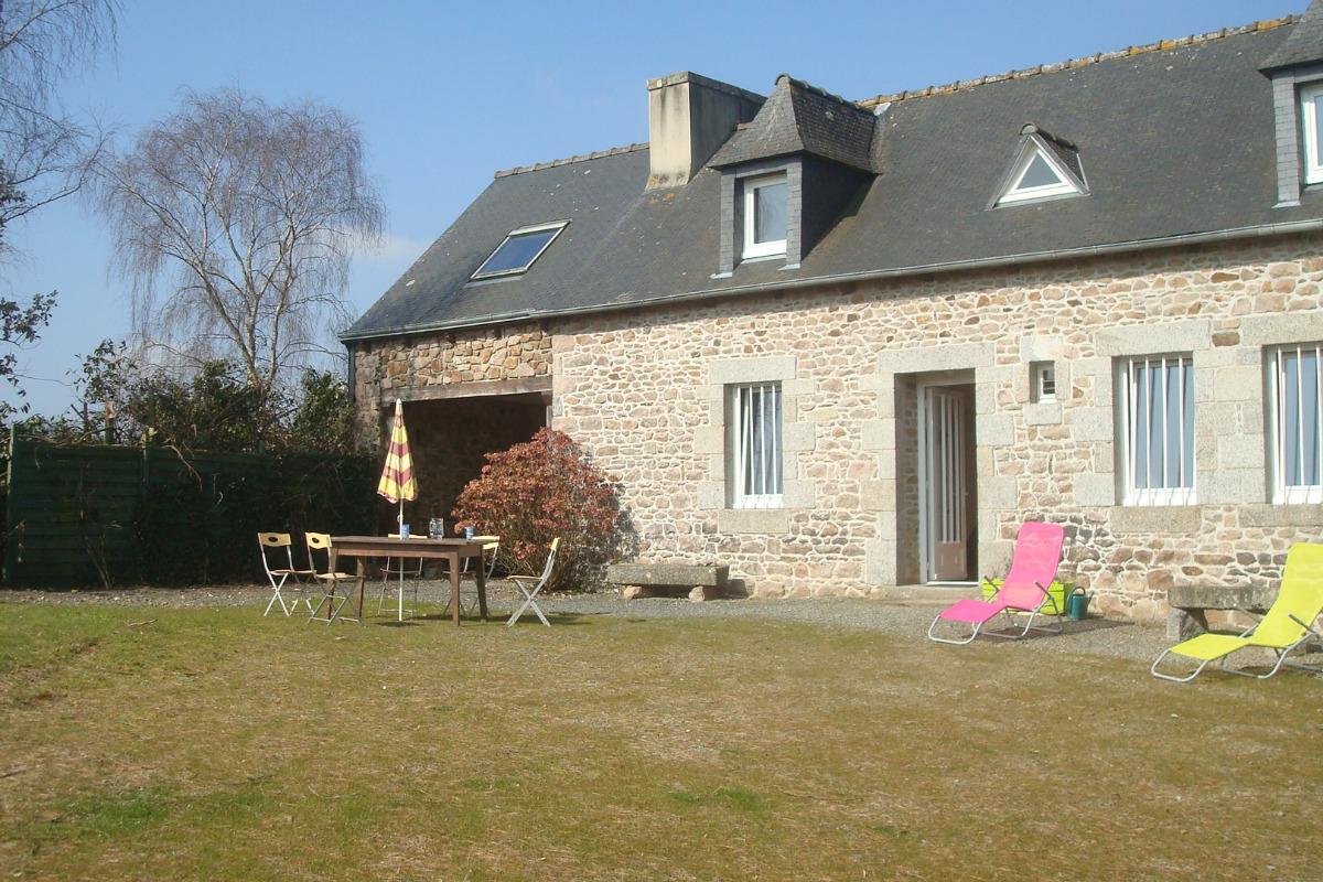 Location Clévacances, Le Cain, Quemper-Guezennec, Ty Mam Goz, vue extérieure - Location de vacances - Quemper-Guézennec