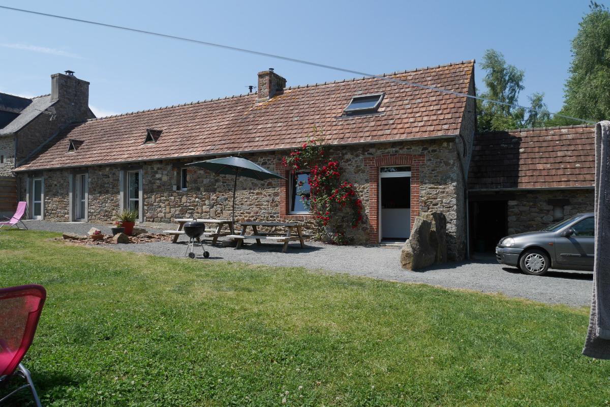 Location Clévacances, Le Cain, Quemper-Guezennec, Ty Tad Coz, vue extérieure - Location de vacances - Quemper-Guézennec