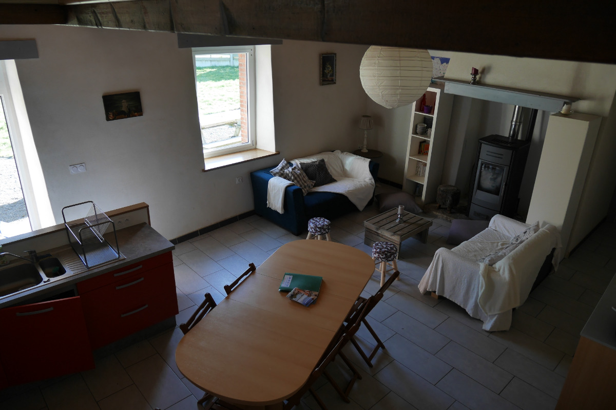 Location Clévacances, Le Cain, Quemper-Guezennec, Ty Tad Coz, le séjour salon cuisine - Location de vacances - Quemper-Guézennec