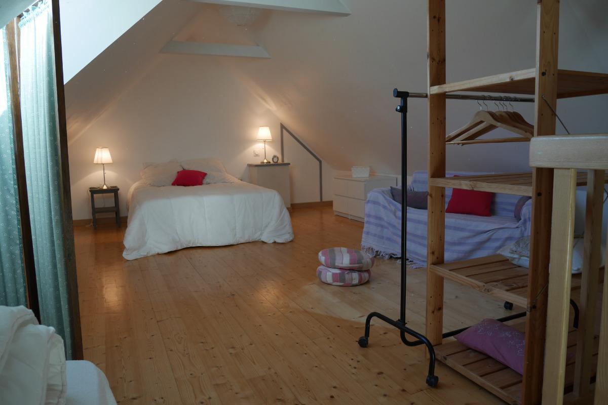 Location Clévacances, Le Cain, Quemper-Guezennec, Ty Tad Coz, chambre en mezzanine  - Location de vacances - Quemper-Guézennec