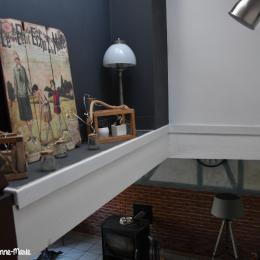 La cage d'escalier donnant sur le salon. - Location de vacances - Saint-Clet