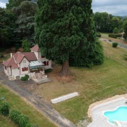 Gîte Les Charmettes Maison de caractère indépendante dans un parc, avec piscine couverte à Bussière-Dunoise, proche de Guéret en Creuse  - Location de vacances - Bussière-Dunoise