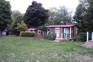 Location de vacances Chalet situé sur le terrain de camping de La Baignade à La Celle Dunoise en Creuse - Location de vacances - La Celle-Dunoise