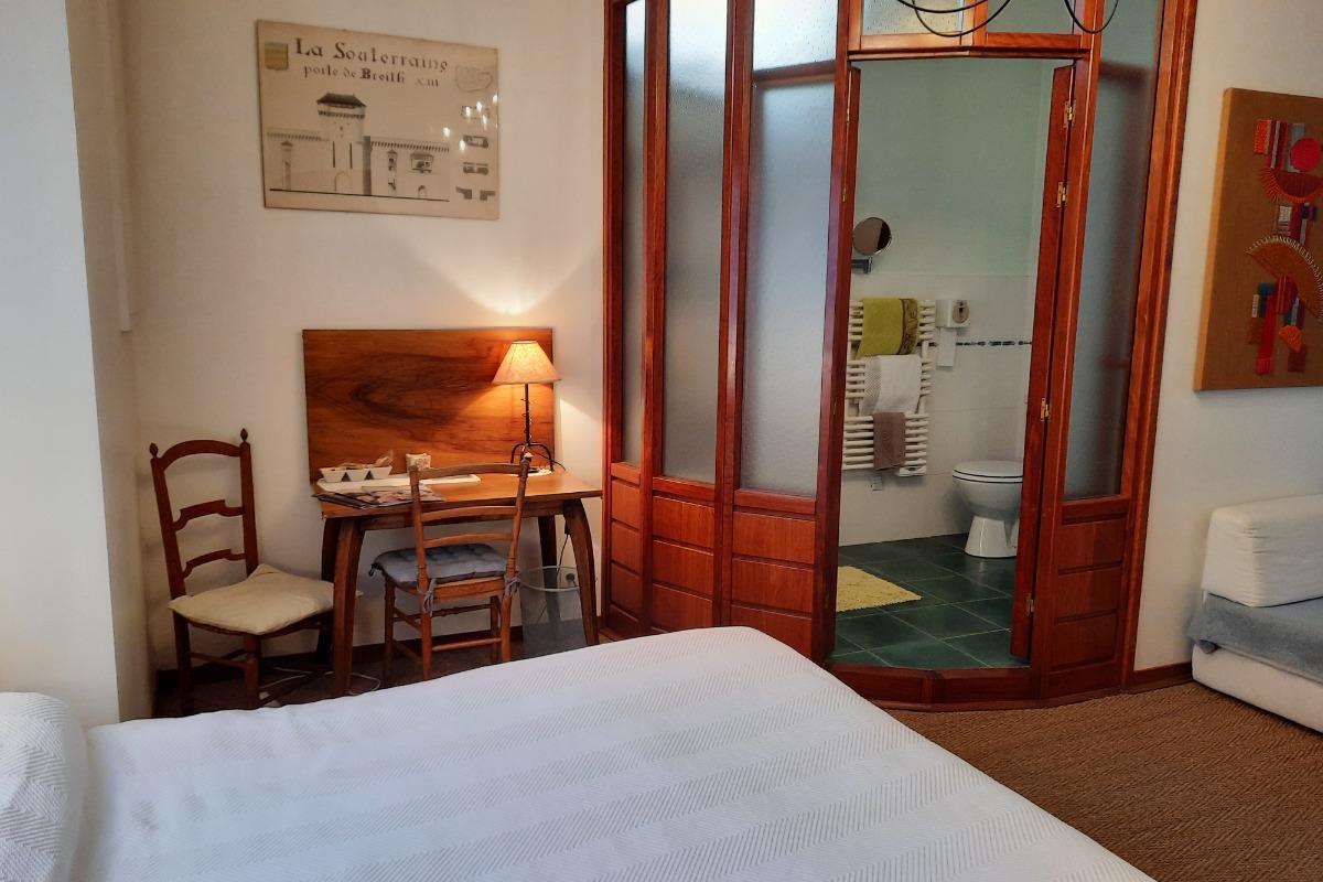 Chambre d'hôtes St-Michel 1 au cœur du centre historique de La Souterraine en Creuse Limousin - Chambre d'hôtes - La Souterraine