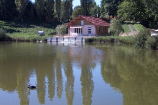 Location de vacances Maison avec étang privé proche Boussac en Creuse - Location de vacances - Saint-Silvain-Bas-le-Roc