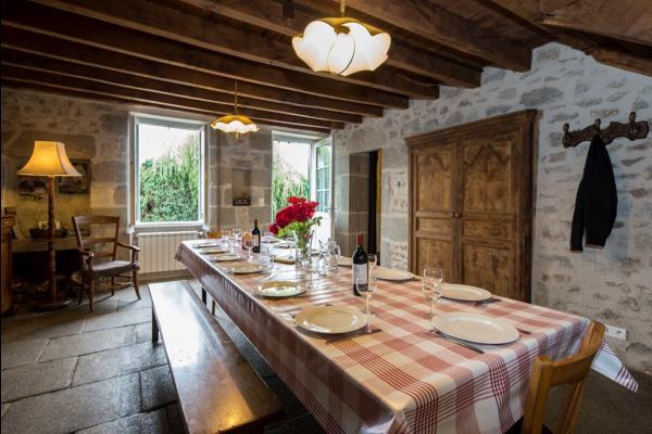 La Betoulle Gîte grande capacité en Creuse au cœur du Limousin. Maison 6 chambres pouvant accueillir jusqu'à 15 personnes - Location de vacances - Bosmoreau-les-Mines