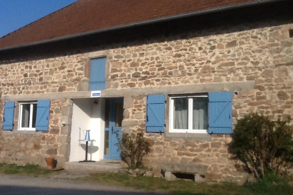 Gîte Mérinchal Ancienne grange entièrement rénovée dans une petite ville au calme dans la Creuse en région Limousin (limite Puy-de-Dôme) - Location de vacances - Mérinchal