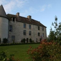 Vous séjournerez dans ce magnifique Château entouré de son parc arboré - Location de vacances - Mérinchal
