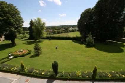 Vous séjournerez dans  ce magnifique Château entouré de son magnifique parc arboré - Location de vacances - Mérinchal