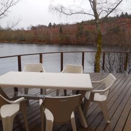 vue sur petite table - Location de vacances - Royère-de-Vassivière