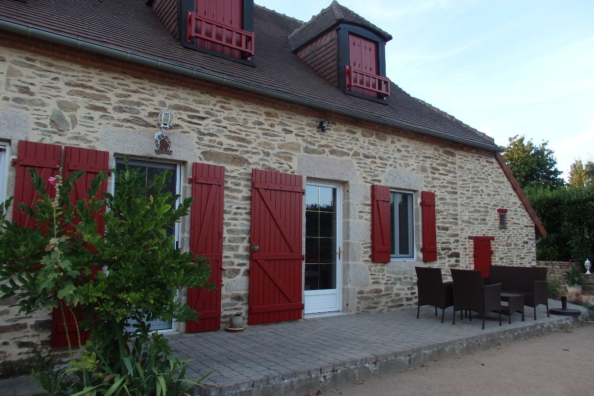 piscine couverte non chauffée - Location de vacances - Boussac-Bourg