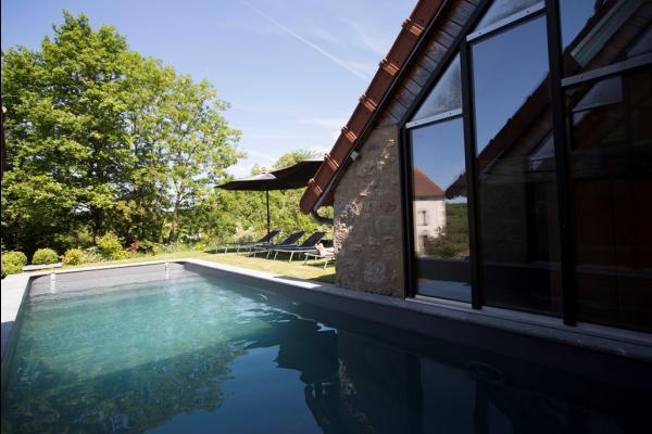 Piscine extérieure - Location de vacances - Peyrat-la-Nonière