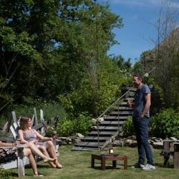 Gîte Nonpareil avec piscine pour 10 personnes, à Peyrat la Nonière en Creuse  Jardin côté piscine - Location de vacances - Peyrat-la-Nonière