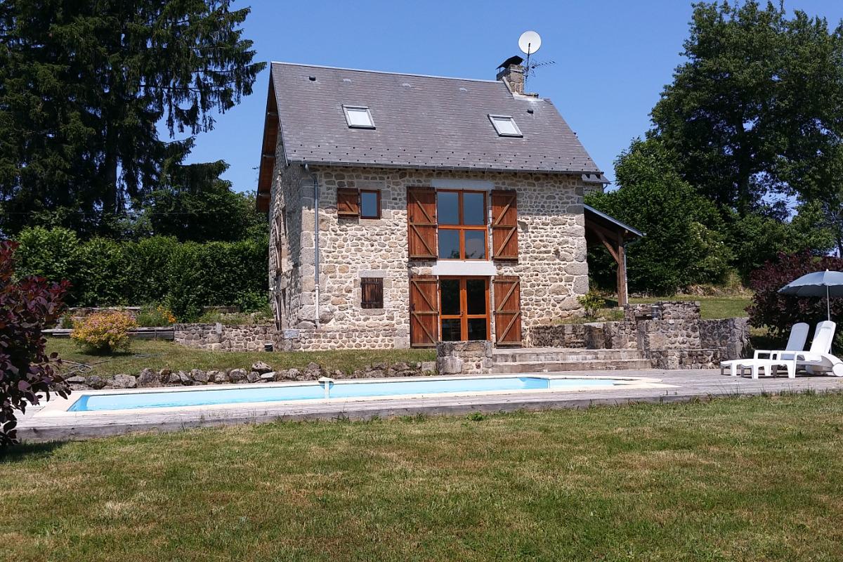 Gîte La Fourniale avec piscine à Flayat en Creuse limite Auvergne et Limousin - Location de vacances - Flayat