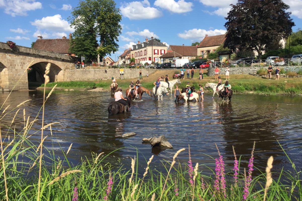 Gite Au Fil de l'Eau pour 6/14 personnes, bord de rivière à La Celle-Dunoise en Creuse - Location de vacances - La Celle-Dunoise