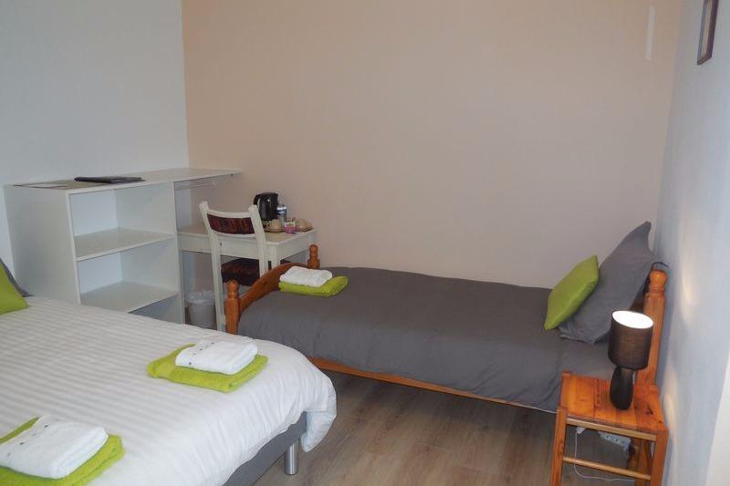 2ème suite familiale équipée d'un lit de 140, 1 lit de 90 et 1 lit bébé - Chambre d'hôtes - Saint-Laurent