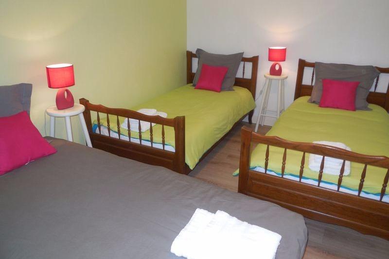 suite familiale : 2ème chambre >>> 3 lits de 90 - Chambre d'hôtes - Saint-Laurent