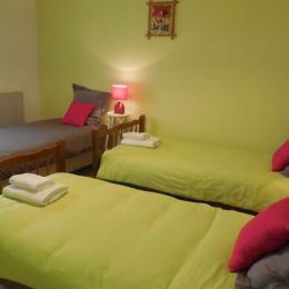 chambre avec 3 lits de 90 - Chambre d'hôtes - Saint-Laurent