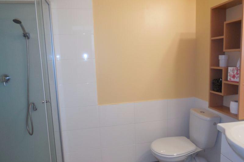 la salle d'eau de la chambre provençale - Chambre d'hôtes - Évaux-les-Bains