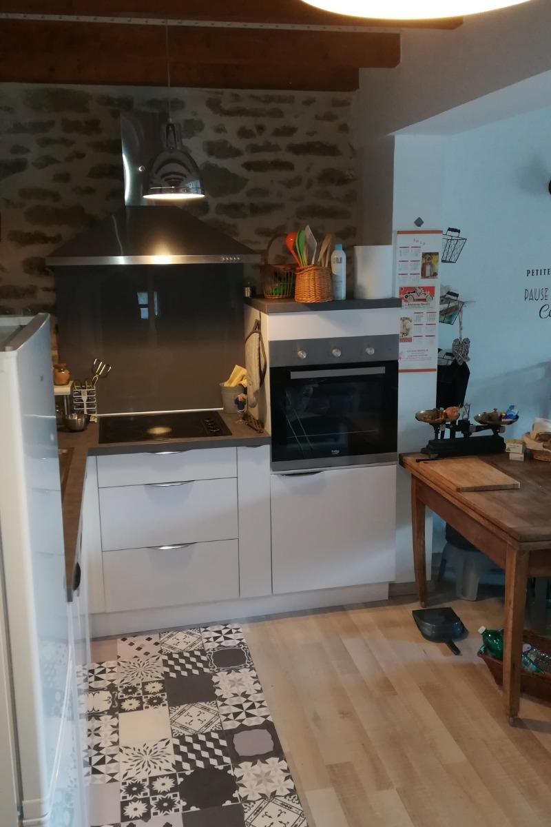 Location de vacances Gîte La Colombe - Venez tomber sous le charme de cette grange entièrement rénovée à Crozant en Creuse côté cuisine équipée frigo,cong.lave vais.four, mic.ond,cafet,gril-pain, bouilloire ,plaq cuis - Location de vacances - Crozant