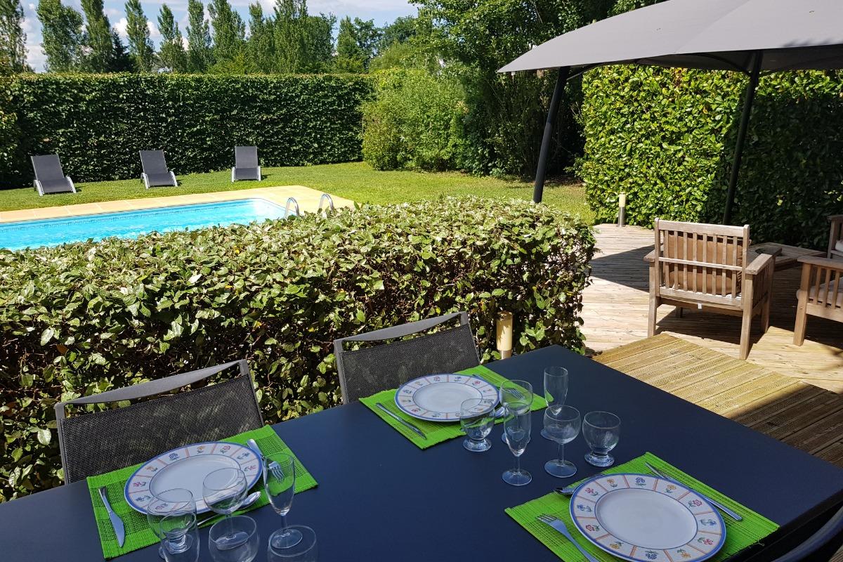 Terrasse côté piscine. - Location de vacances - Sarlat-la-Canéda