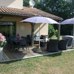 espace terrasse - Location de vacances - Valojoulx