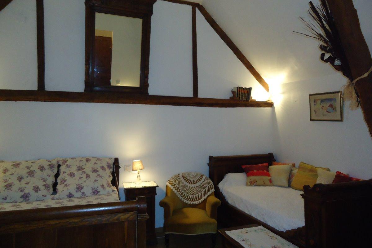 Le grand lit et le lit canapé - Chambre d'hôtes - Nailhac