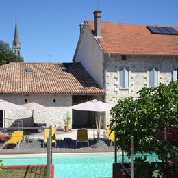 Au centre du village avec le clocher à 200 m - Chambre d'hôte - La Roche-Chalais