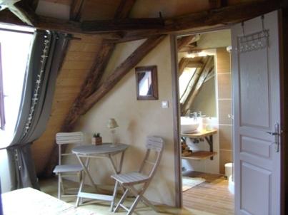 chambre mansardée - Chambre d'hôtes - Saint-Avit-Sénieur