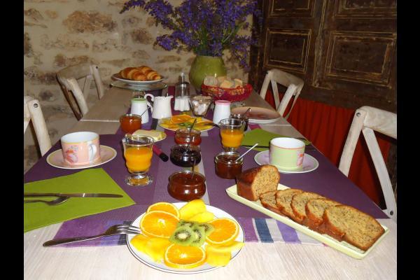 Maison d'hôtes La Maison de Léopold, et ses fleurs fraîches tout au long de l'année - Chambre d'hôtes - Terrasson