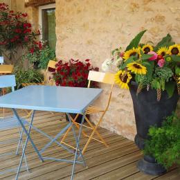 Chambre Les Camélias de Madeleine, spacieuse et confortable - Chambre d'hôtes - Terrasson