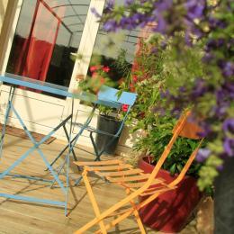 La salle de douche moderne et fonctionnelle, équipée de barre de maintien - Chambre d'hôtes - Terrasson