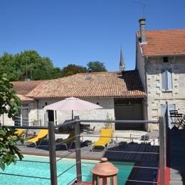 Le clocher au centre du village - Chambre d'hôte - La Roche-Chalais
