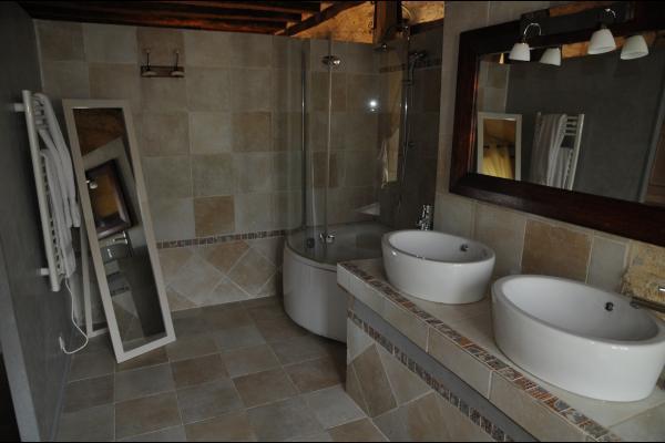la salle de bains - Chambre d'hôtes - Valojoulx