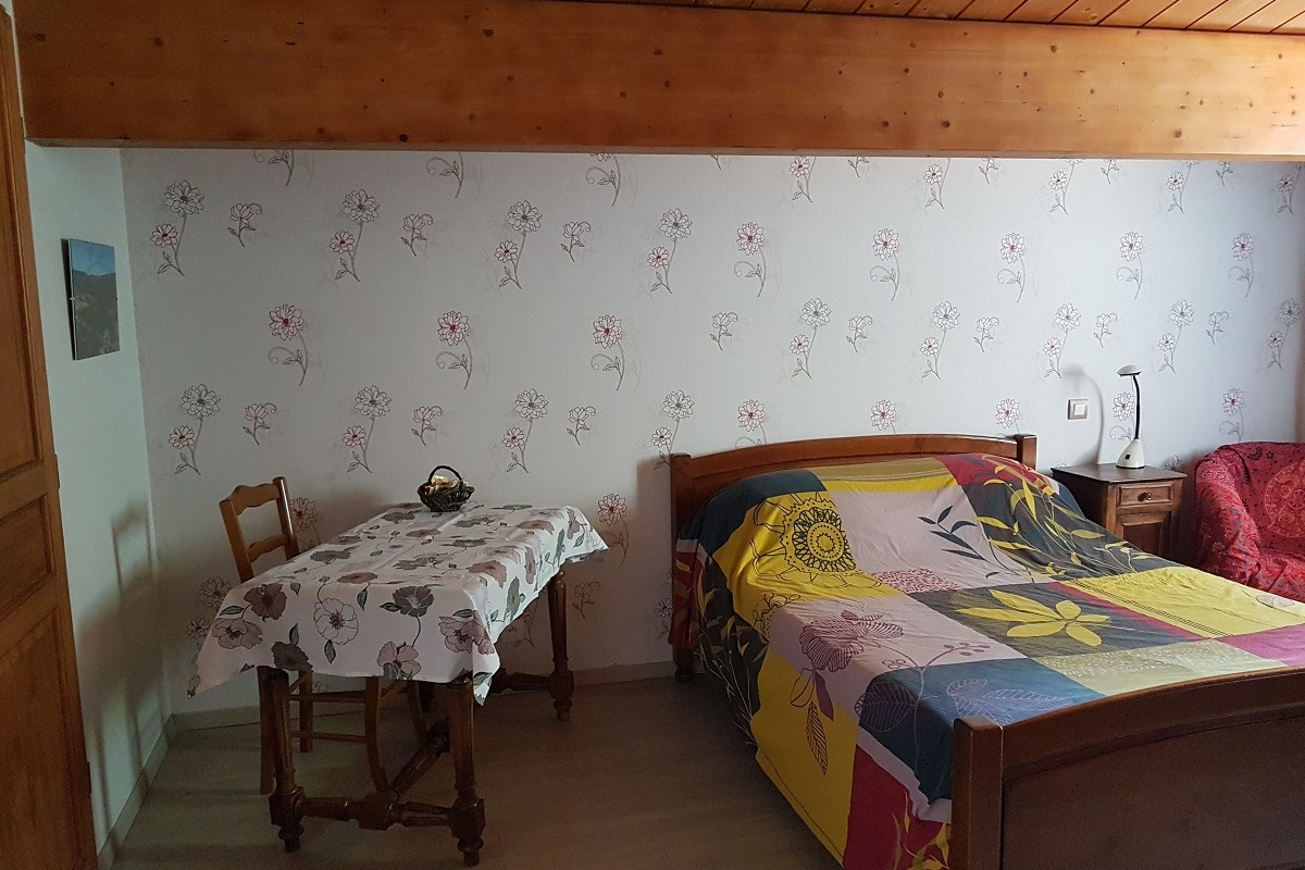 Chambre Vigonies, chaude et intime, en étage  - Chambre d'hôtes - Bouniagues