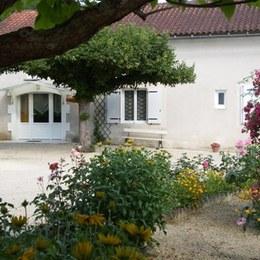Entrée du gîte LE FOURNIL - Location de vacances - Loubéjac