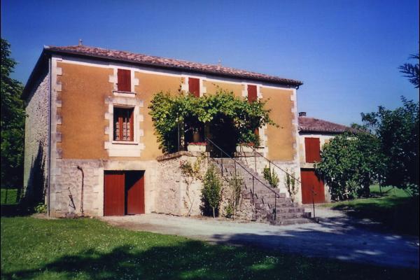 la maison vue de face, coté entrée - Location de vacances - Issigeac