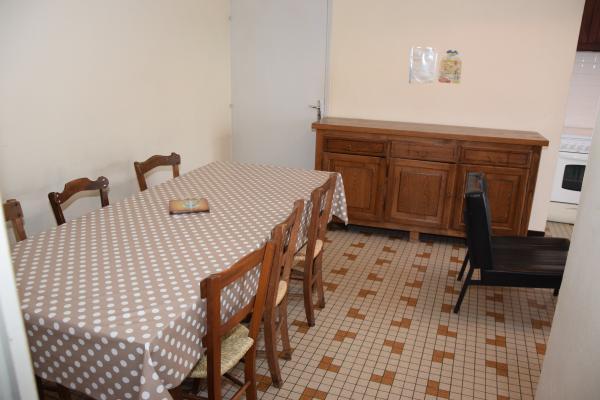 cuisine - salle à manger - Location de vacances - Singleyrac