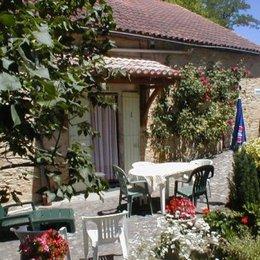 Entrée et terrasse - Location de vacances - Saint-Avit-Sénieur
