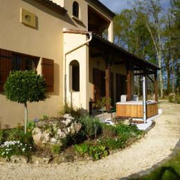 Terrasse  couverte avec barbecue - Location de vacances - Capdrot
