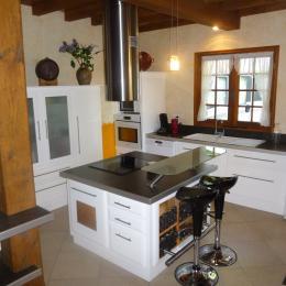 Salle à manger - cheminée avec insert - Location de vacances - Capdrot