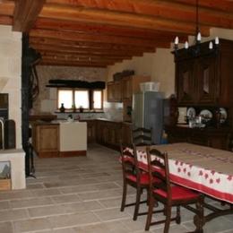 Salle a Manger avec cuisine - Location de vacances - Saint-Pierre-de-Côle