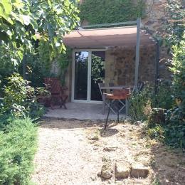Terrasse privée ombragée - Location de vacances - Milhac-de-Nontron
